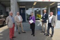 Unterschriften an Regierungsrätin Walker Späh übergeben